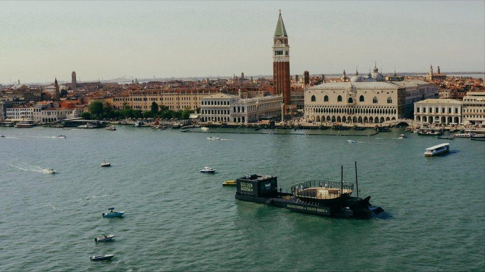 Skate Bowl galleggiante a Venezia per l'evento di Golden Goose, realizzata dai ragazzi di Bastard